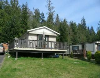 "Main Photo: 1123 FLUME Road: Roberts Creek Manufactured Home for sale in ""IKELON"" (Sunshine Coast)  : MLS® # V612414"