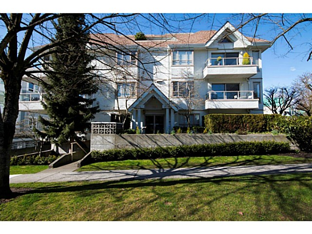 FEATURED LISTING: 204 - 751 Chesterfield Avenue North Vancouver