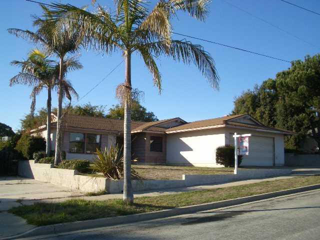 Main Photo: OCEANSIDE House for sale : 5 bedrooms : 2921 Altura Drive