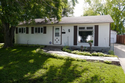 Main Photo: 42 Laval Drive in Winnipeg: Fort Richmond Single Family Detached for sale (South Winnipeg)  : MLS® # 1421720