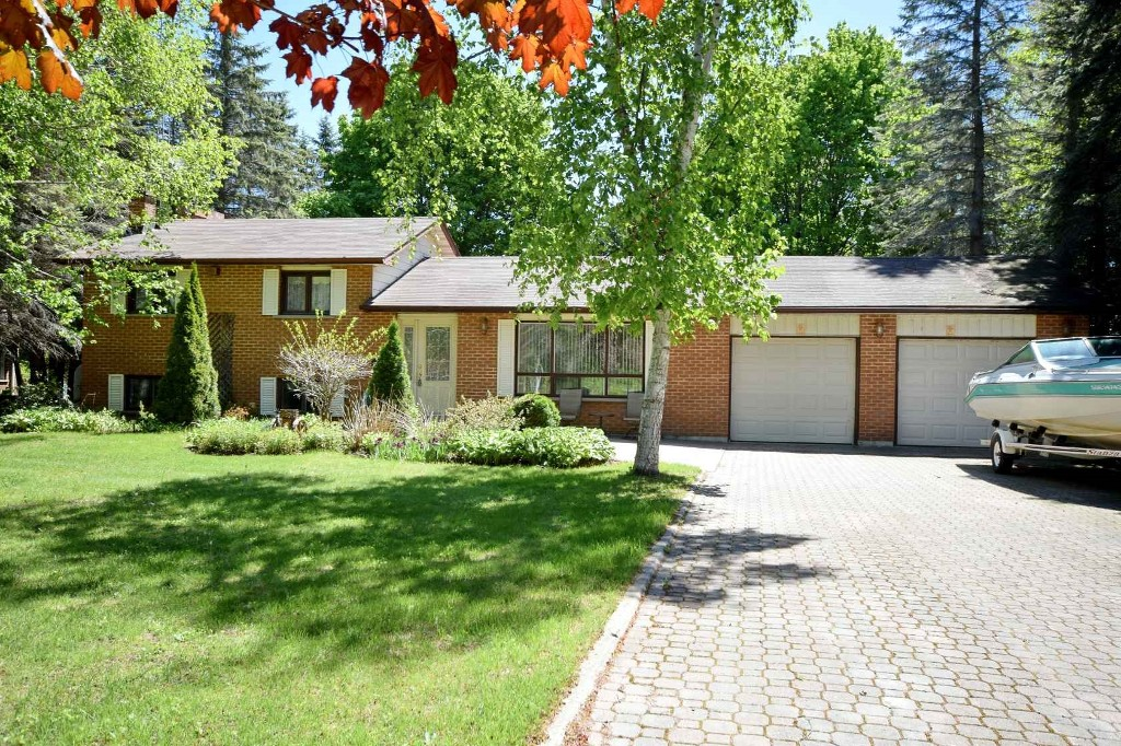 Main Photo: 56 Pinewood Boulevard in Kawartha Lakes: Freehold for sale : MLS® # X3204503