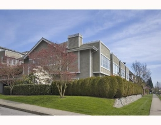Main Photo: 8 700 ST GEORGES Avenue in North Vancouver: Central Lonsdale Townhouse for sale : MLS®# V967961
