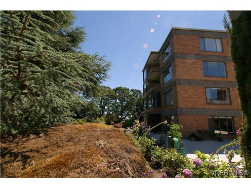 Main Photo: 107 2930 Cook Street in VICTORIA: Vi Mayfair Condo Apartment for sale (Victoria)  : MLS® # 325945