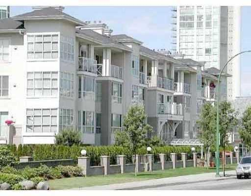 "Main Photo: 404 155 E 3RD ST in North Vancouver: Lower Lonsdale Condo for sale in ""THE SOLANO"" : MLS® # V610957"