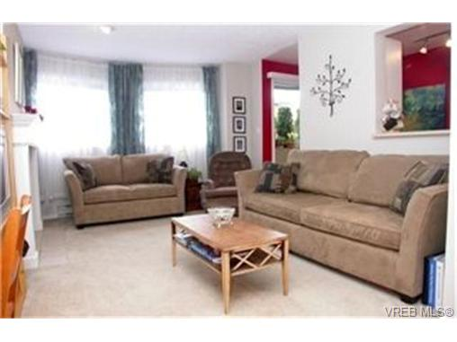 Photo 2: 102 898 Vernon Avenue in VICTORIA: SE Swan Lake Condo Apartment for sale (Saanich East)  : MLS(r) # 245398