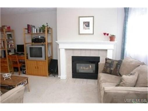 Photo 3: 102 898 Vernon Avenue in VICTORIA: SE Swan Lake Condo Apartment for sale (Saanich East)  : MLS(r) # 245398