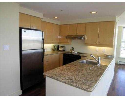 "Photo 3: 3007 1009 EXPO BV in Vancouver: Downtown VW Condo for sale in ""LANDMARK 33"" (Vancouver West)  : MLS® # V549103"