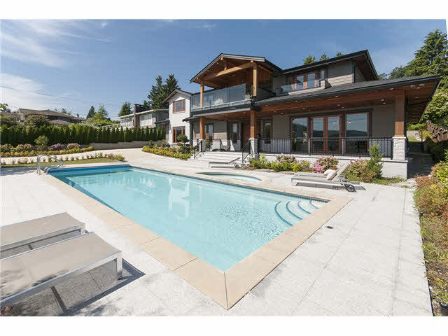 Main Photo: 949 Roslyn Boulevard in North Vancouver: Dollarton House for sale : MLS® # V1139192
