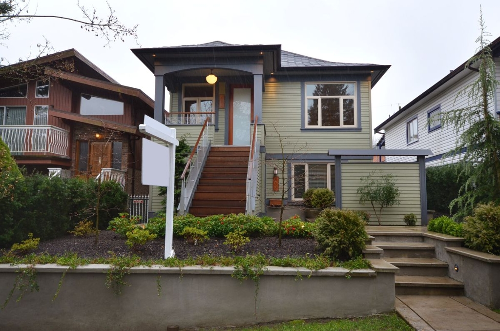 Main Photo: 854 E 14TH Avenue in Vancouver: Mount Pleasant VE House for sale (Vancouver East)  : MLS(r) # V933651