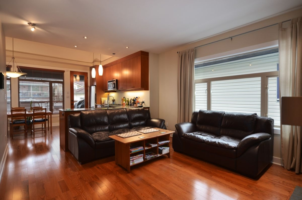 Photo 2: 854 E 14TH Avenue in Vancouver: Mount Pleasant VE House for sale (Vancouver East)  : MLS(r) # V933651