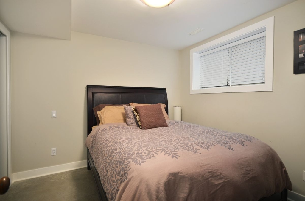 Photo 9: 854 E 14TH Avenue in Vancouver: Mount Pleasant VE House for sale (Vancouver East)  : MLS(r) # V933651