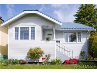 Main Photo: 982 Darwin Avenue in VICTORIA: SE Quadra Single Family Detached for sale (Saanich East)  : MLS(r) # 293057