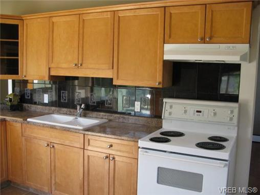 Photo 5: 235 Battleford Avenue in VICTORIA: SW Tillicum Single Family Detached for sale (Saanich West)  : MLS® # 324329