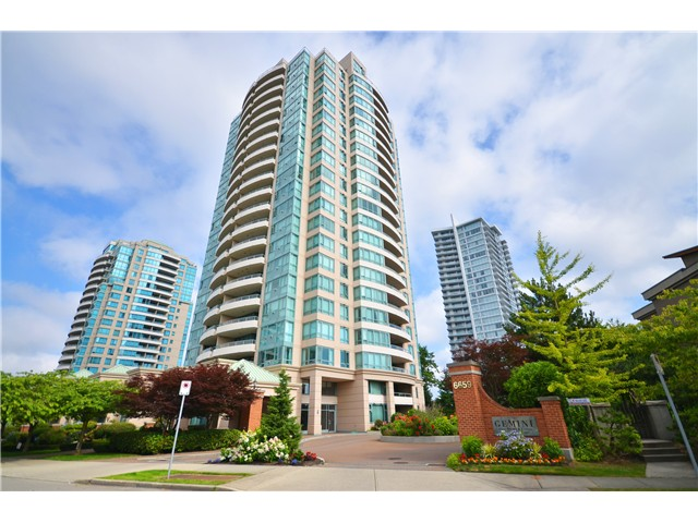 "Main Photo: 406 6659 SOUTHOAKS Crescent in Burnaby: Highgate Condo for sale in ""Gemini 2"" (Burnaby South)  : MLS(r) # V1016308"