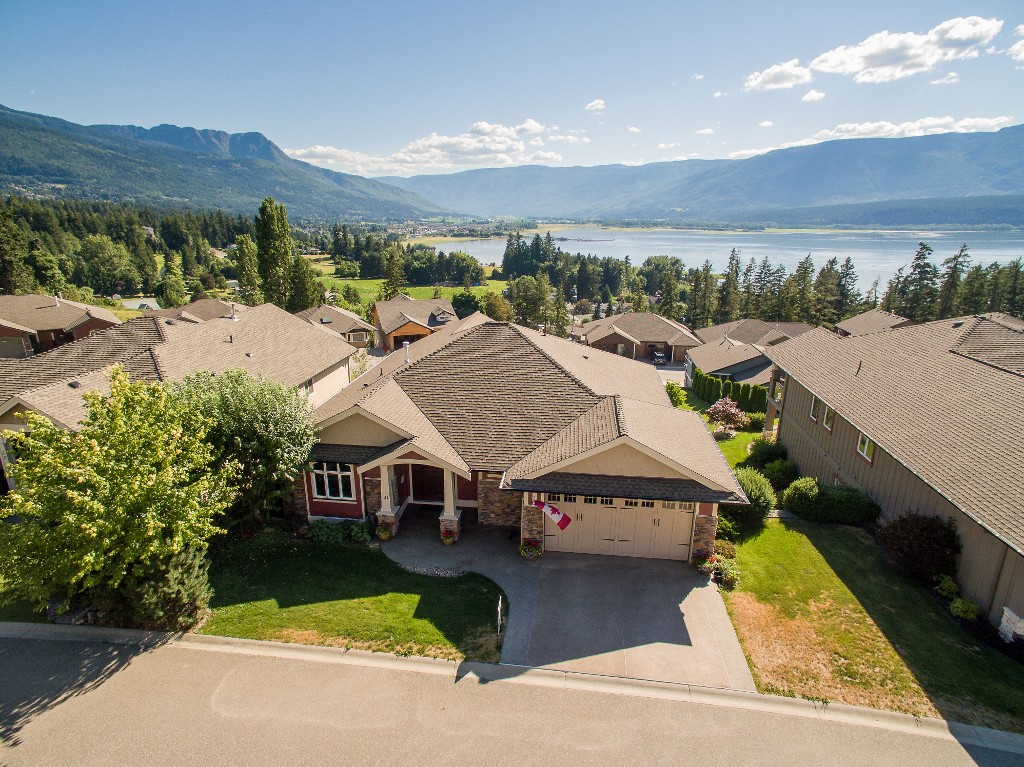 Main Photo: 31 2990 Northeast 20 Street in Salmon Arm: The Uplands House for sale (NE Salmon Arm)  : MLS(r) # 10102161