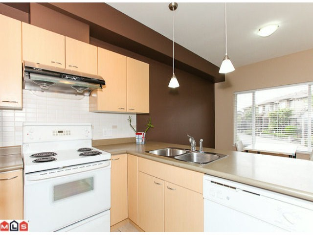 "Photo 5: 22 18701 66TH Avenue in Surrey: Cloverdale BC Townhouse for sale in ""ENCORE"" (Cloverdale)  : MLS® # F1215196"