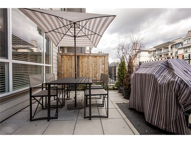 Photo 4: # 104 2343 ATKINS AV in Port Coquitlam: Central Pt Coquitlam Condo for sale : MLS(r) # V1010226