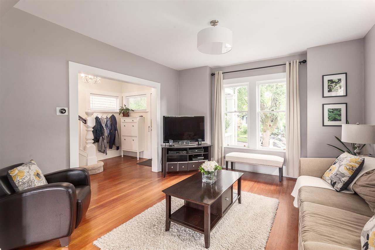 Photo 3: 2645 W 11TH AVENUE in Vancouver: Kitsilano House for sale (Vancouver West)  : MLS® # R2089393