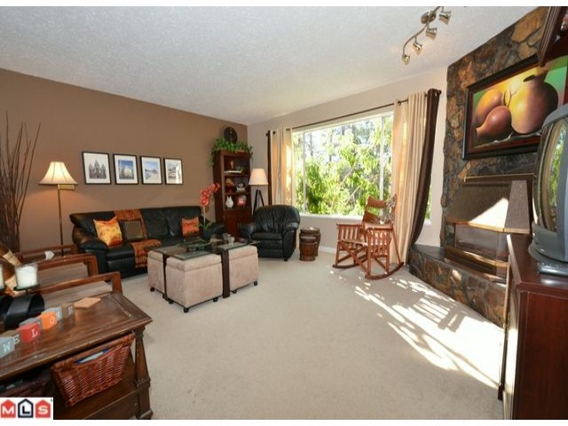 Photo 3: 32426 MCRAE Avenue in Mission: Mission BC House for sale : MLS® # F1223442