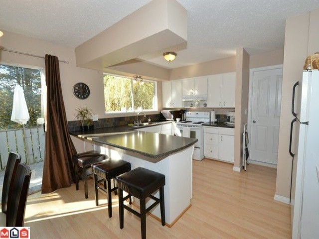 Photo 2: 32426 MCRAE Avenue in Mission: Mission BC House for sale : MLS® # F1223442