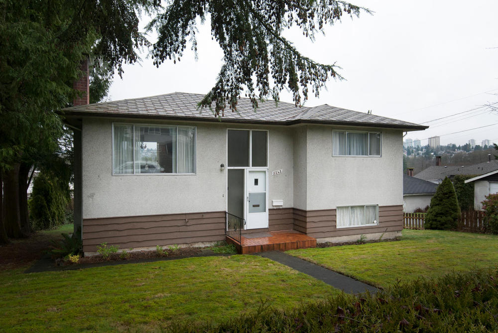 Main Photo: 5242 Eglinton St in Burnaby: Deer Lake Place Home for sale ()  : MLS® # V989933