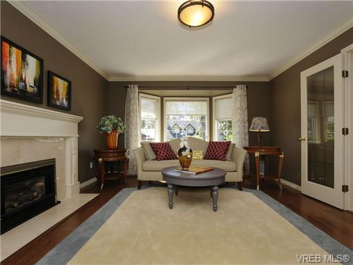 Photo 4: 1553 Eric Road in VICTORIA: SE Mt Doug Single Family Detached for sale (Saanich East)  : MLS(r) # 340988