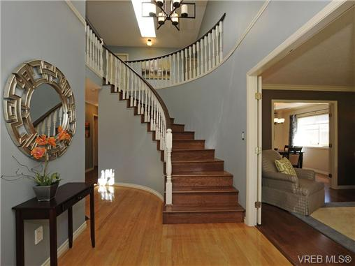 Photo 11: 1553 Eric Road in VICTORIA: SE Mt Doug Single Family Detached for sale (Saanich East)  : MLS(r) # 340988