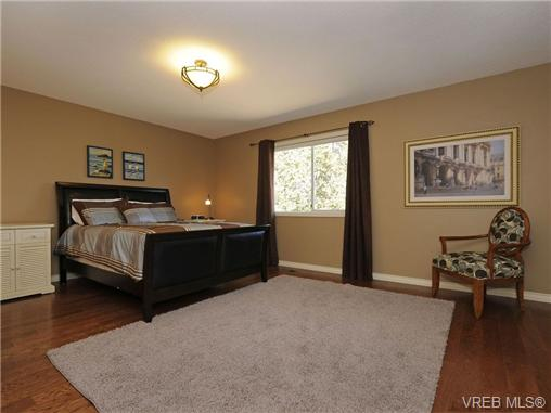 Photo 13: 1553 Eric Road in VICTORIA: SE Mt Doug Single Family Detached for sale (Saanich East)  : MLS(r) # 340988