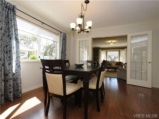 Photo 5: 1553 Eric Road in VICTORIA: SE Mt Doug Single Family Detached for sale (Saanich East)  : MLS(r) # 340988