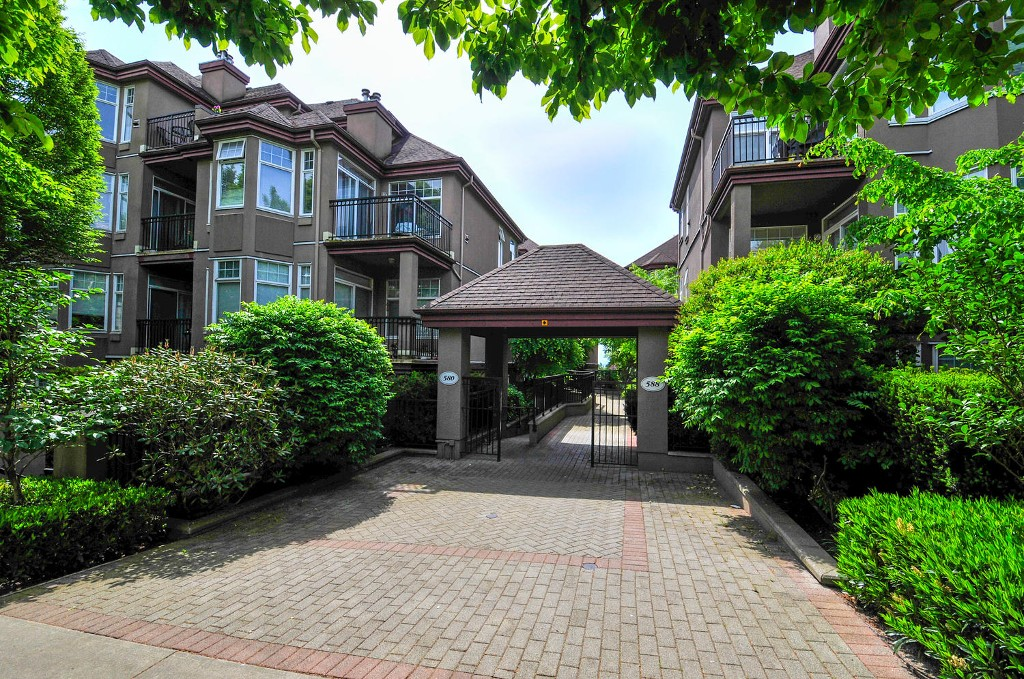 Main Photo: 305 580 TWELFTH STREET in New Westminster: Uptown NW Condo for sale : MLS® # R2062585
