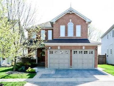 Main Photo: 52 Bayberry Court in Whitby: Freehold for sale