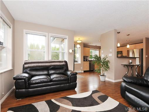 Photo 3: 804 Gannet Court in VICTORIA: La Bear Mountain Residential for sale (Langford)  : MLS® # 338049