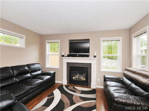 Photo 2: 804 Gannet Court in VICTORIA: La Bear Mountain Residential for sale (Langford)  : MLS® # 338049