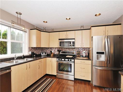 Photo 8: 804 Gannet Court in VICTORIA: La Bear Mountain Residential for sale (Langford)  : MLS® # 338049