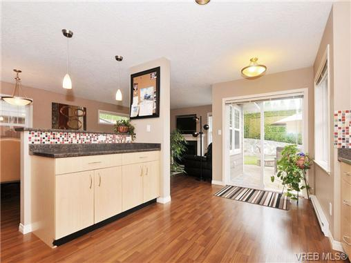 Photo 9: 804 Gannet Court in VICTORIA: La Bear Mountain Residential for sale (Langford)  : MLS® # 338049