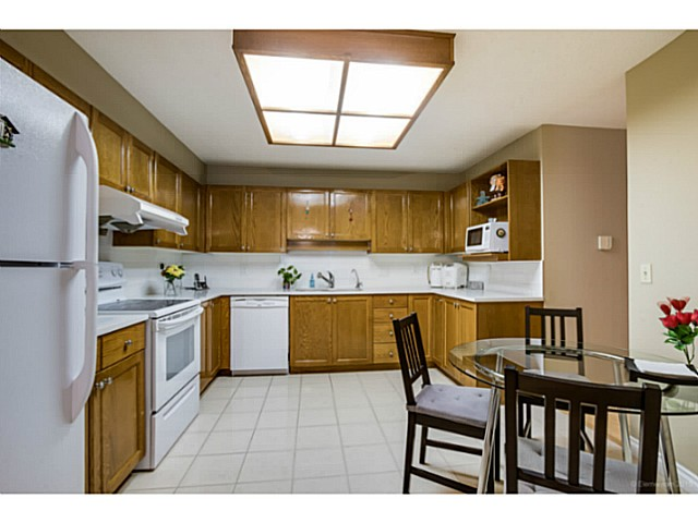 Photo 6: # 214 6735 STATION HILL CT in Burnaby: South Slope Condo for sale (Burnaby South)  : MLS® # V1129105