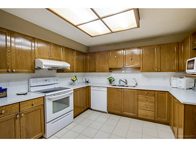 Photo 7: # 214 6735 STATION HILL CT in Burnaby: South Slope Condo for sale (Burnaby South)  : MLS® # V1129105