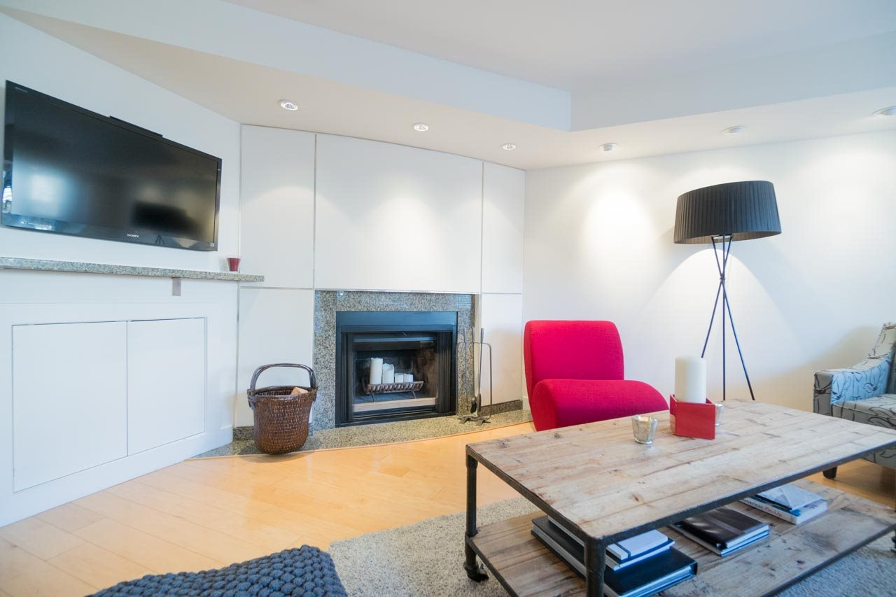 Photo 2: 2411 W 1ST AVENUE in Vancouver: Kitsilano Townhouse for sale (Vancouver West)  : MLS® # R2140613