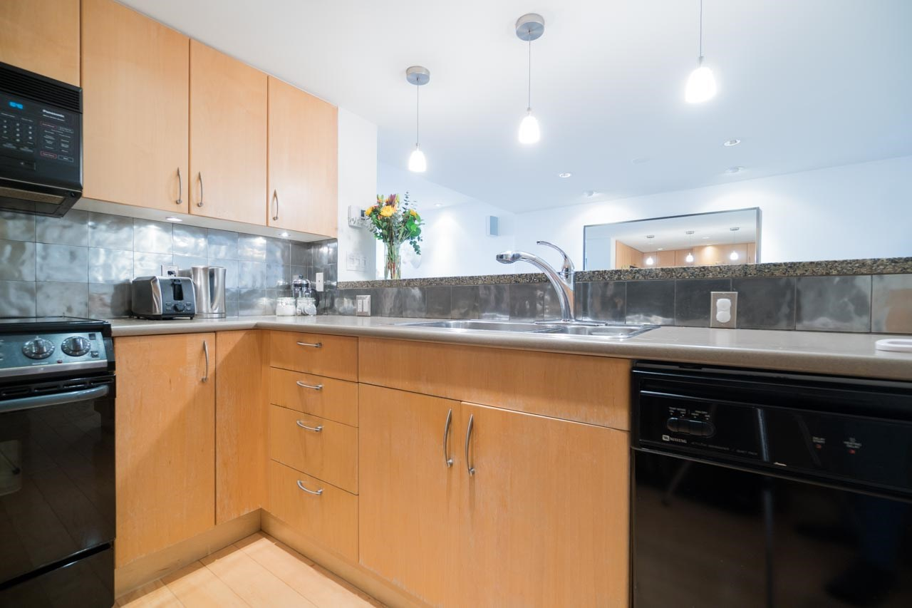 Photo 10: 2411 W 1ST AVENUE in Vancouver: Kitsilano Townhouse for sale (Vancouver West)  : MLS® # R2140613