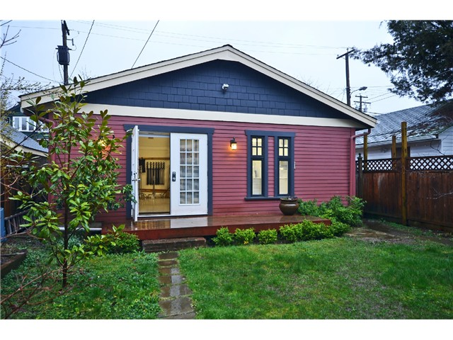 "Photo 9: 242 E 23RD Avenue in Vancouver: Main House for sale in ""MAIN"" (Vancouver East)  : MLS(r) # V996039"