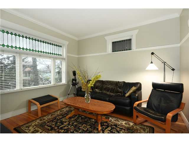 "Photo 2: 242 E 23RD Avenue in Vancouver: Main House for sale in ""MAIN"" (Vancouver East)  : MLS(r) # V996039"