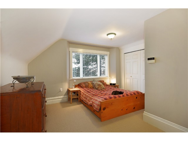 "Photo 5: 242 E 23RD Avenue in Vancouver: Main House for sale in ""MAIN"" (Vancouver East)  : MLS(r) # V996039"