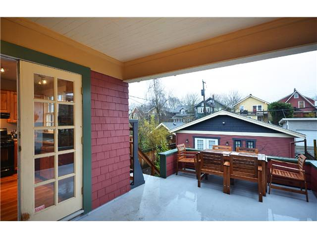 "Photo 8: 242 E 23RD Avenue in Vancouver: Main House for sale in ""MAIN"" (Vancouver East)  : MLS(r) # V996039"
