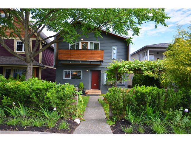 Main Photo: 1085 E 15TH AV in Vancouver: Mount Pleasant VE House for sale (Vancouver East)  : MLS®# V1012064