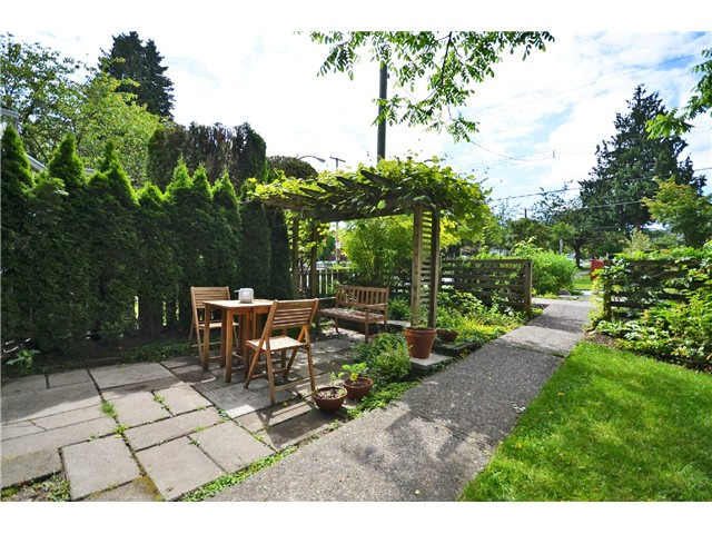 Photo 18: 1085 E 15TH AV in Vancouver: Mount Pleasant VE House for sale (Vancouver East)  : MLS(r) # V1012064