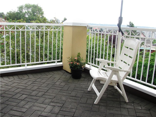 "Photo 11: # 404 519 12TH ST in New Westminster: Uptown NW Condo for sale in ""KINGSGATE HOUSE"" : MLS® # V1020580"