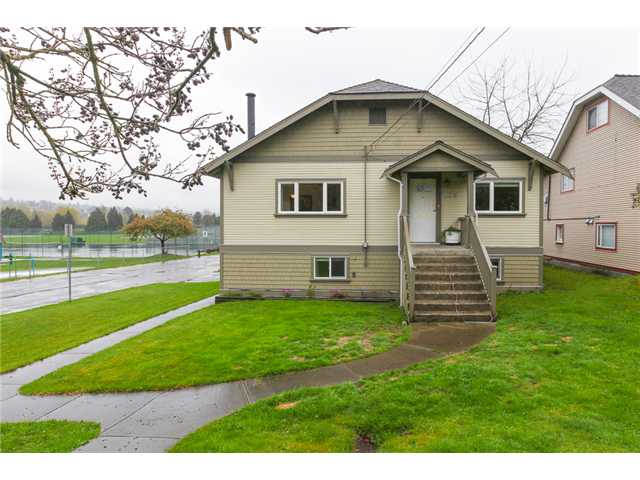 Photo 1: 526 KELLY ST in New Westminster: Sapperton House for sale : MLS® # V1059481