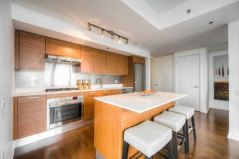 Photo 3: 375 King St W Unit #2109 in Toronto: Waterfront Communities C1 Condo for sale (Toronto C01)  : MLS® # C2915836