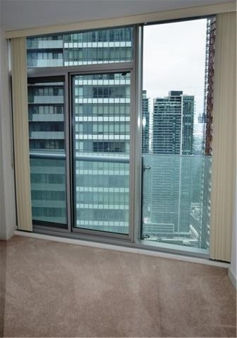 Photo 11: 14 York St Unit #4003 in Toronto: Waterfront Communities C1 Condo for sale (Toronto C01)  : MLS(r) # C3706392