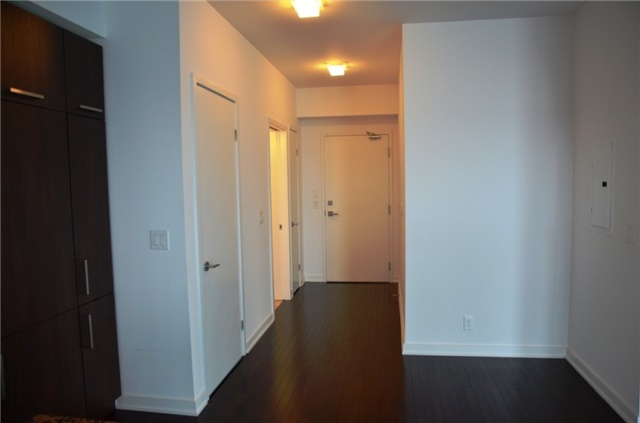 Photo 9: 14 York St Unit #4003 in Toronto: Waterfront Communities C1 Condo for sale (Toronto C01)  : MLS(r) # C3706392